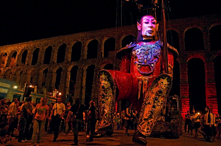 Giant Puppets Get Closer to Pilsen by Leaps and Bounds